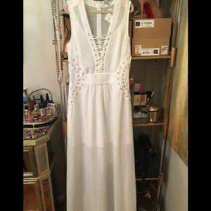 Dresses & Skirts - NWT White Maxi Dress